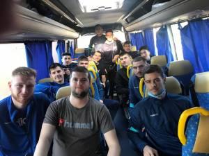 Handbaliștii pregătiți de Ioan Tcaciuc au plecat la Turda nerăbdători să înceapă competiția
