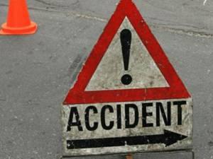 Neatenția la volan a unui șofer a băgat o femeie în spital