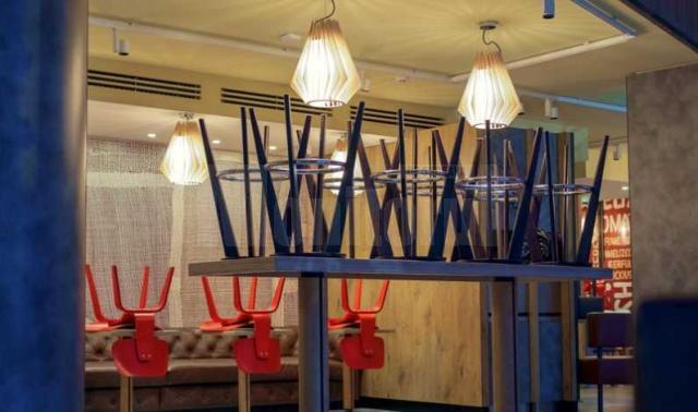 Restaurantele la interior se inchid sau functioneaza la 30 la suta din capacitate