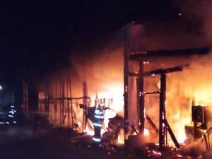 Incendiul puternic a distrus tot interiorul
