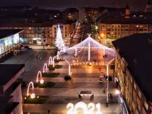Municipiul Suceava, pregătit de sărbătorile de iarnă, cu mii de decorațiuni luminoase 2