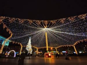 Municipiul Suceava, pregătit de sărbătorile de iarnă, cu mii de decorațiuni luminoase 3
