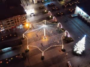 Municipiul Suceava, pregătit de sărbătorile de iarnă, cu mii de decorațiuni luminoase 5