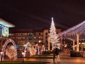 Municipiul Suceava, pregătit de sărbătorile de iarnă, cu mii de decorațiuni luminoase 6
