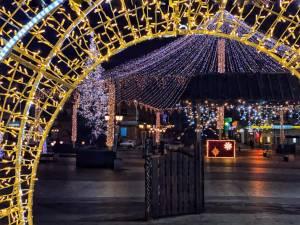 Municipiul Suceava, pregătit de sărbătorile de iarnă, cu mii de decorațiuni luminoase 7