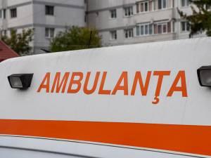 Bătrânul a fost preluat în stare gravă de o ambulanță