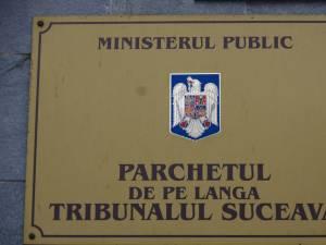 Procurorii Parchetului de pe lângă Tribunalul Suceava au anunțat că au trimis în judecată un agent de poliție și pe soția acestuia