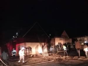 Casa unei familii cu șase copii, distrusă de un incendiu