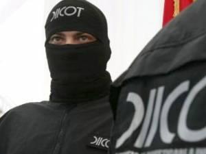 Nouă rețineri și peste 200.000 de euro ridicați, în urma descinderilor printre contrabandiști și polițiști de frontieră