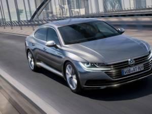 Printre mașinile găsite la percheziții se numără și un Volkswagen Arteon, fabricat în 2020