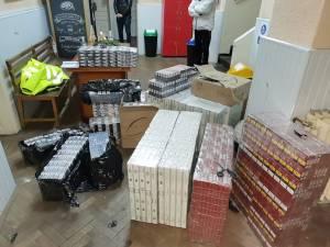 Tânărul transporta aproape 14.000 de pachete de țigări de contrabandă