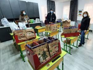 Cadourile aduse de membrii RCSC la Școala Osoi au ajuns la 28 de școlari și 12 preșcolari