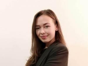 Premiul 2 a fost adjudecat de Mădălina Opincă