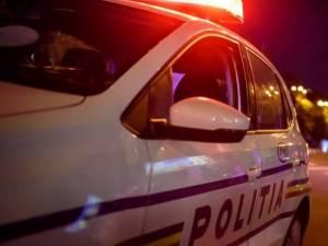 """Polițiștii l-au """"convins"""" pe un șofer să sufle în etilotest după ce l-au încătușat Foto romania24.ro"""