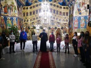 Ajutoare pentru credincioși la Dolhasca