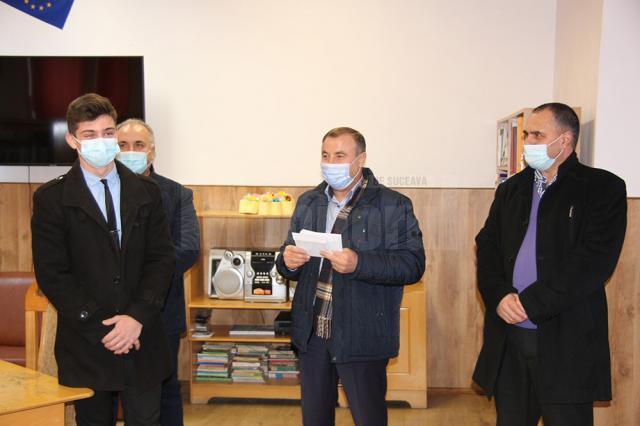 Primarul Tomiţă Onisii i-a premiat pe cei mai buni elevi ai liceului din Liteni