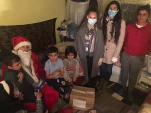 30 de copii provenind din familii nevoiașe au primit daruri din partea ASCOR Suceava