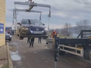 Poliția Locală a început ridicarea mașinilor parcate pe ruta alternativă de circulație spre zona comercială a Sucevei