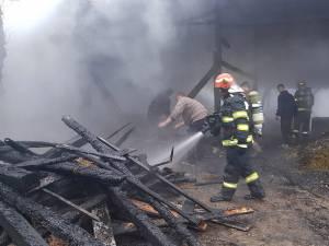Incendiul a distrus depozitul de furaje al gospodăriei