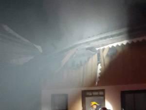 Incendiu puternic, în toiul nopții, provocat intenționat