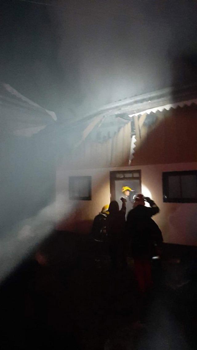 A provocat un incendiu, în toiul nopții, în gospodăria soției