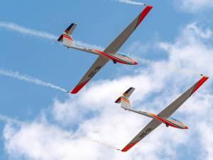 Aeroclubul României oferă cursuri gratuite de planorism şi parașutism