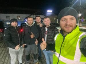 Daniel Bodnar și tinerii care l-au însoțit la acțiunea de la Mănăstirea Humorului