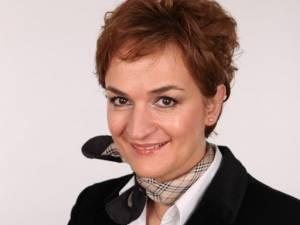 """Maria Kozak, autoarea volumului """"Discursul liric eminescian. Spre o poetică a ființei"""""""