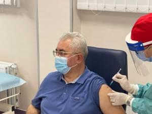 Primarul Ion Lungu a primit luni prima doză de vaccin, rapelul fiind programat pentru 8 februarie
