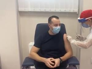 Vaccinare live anti-Covid a viceprimarului Sucevei Lucian Harșovschi