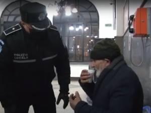 Oamenii străzii, adunați de Poliția Locală Suceava, testaţi de Covid și duși la adăpostul Lumină Lină