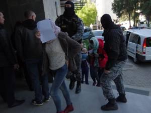 Suspecţi aduşi la audieri după percheziţiile din 13 aprilie 2016