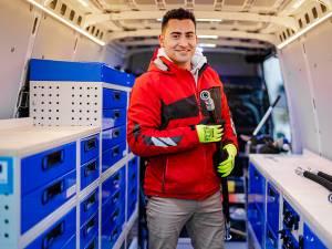 Alexandru Bîrsan are 32 de ani și a pus afacerea pe picioare de doi ani, având un atelier deschis la Gura Humorului