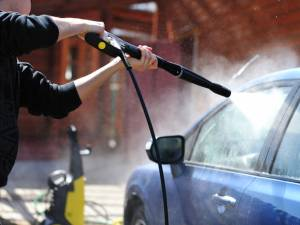 Spălătoriile auto, reclamate ca sursă de zgomot deranjant în zonele rezidențiale