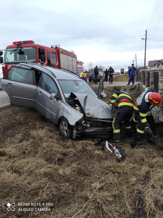Un bărbat și un copil, răniți într-un accident la Milișăuți