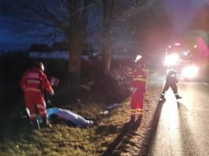 Bărbat mort, după ce autoturismul pe care îl conducea s-a izbit într-un copac
