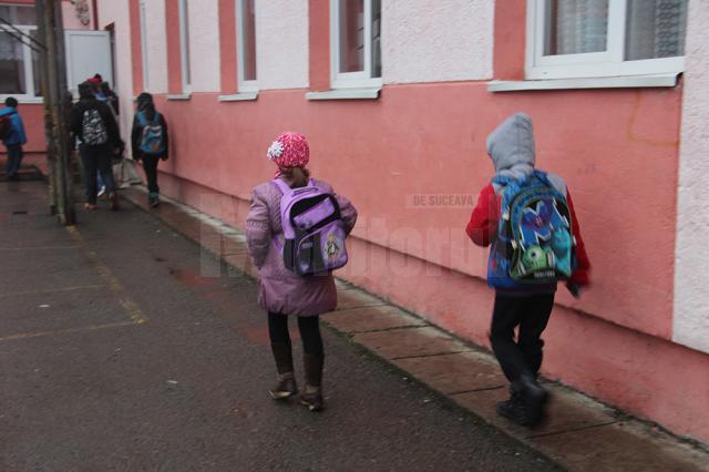 Un preșcolar și doi elevi, confirmați cu noul coronavirus
