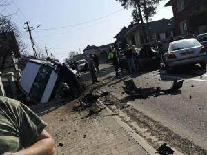 Accident cu un microbuz plin cu elevi - 26 de persoane implicate Foto facebook Danut Ghiata