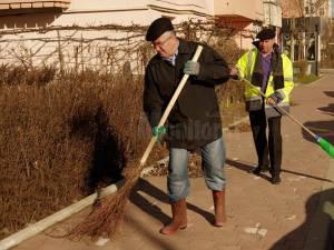 Primarul Sucevei, participant la campania de curatenie a orasului, cu mătura și lopata, încă din 2004