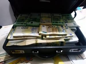 Șpăgi de până la 90.000 de euro pentru șeful SIPI Suceava