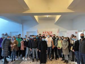 """35 de elevi și profesori de la Liceul """"Laţcu Vodă"""" din Siret au donat sânge la Centrul de Transfuzie Suceava"""