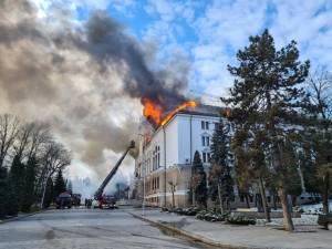 Prefectura Suceava a luat foc în această dimineaţă din motive încă necunoscute