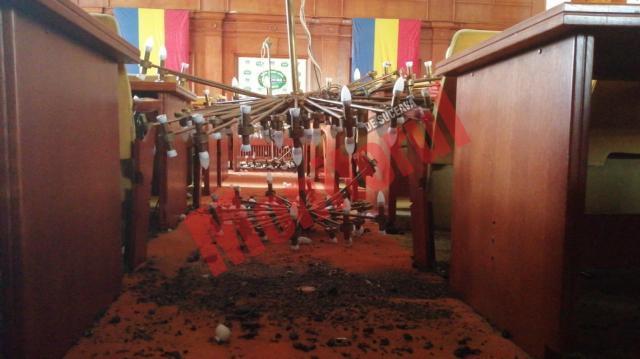 Imagini apocaliptice din interiorul Prefecturii Suceava după incendiul de sâmbătă
