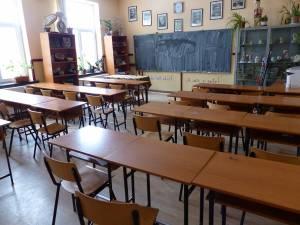 Școala Gimnazială Drăgoiești și Școala Gimnazială Poiana Stampei, în scenariul roșu