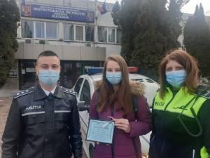 Voluntara Elena cu poliţiştii