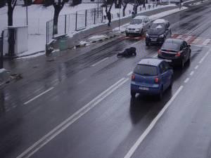 Femeie lovită în plină de o mașină pe trecerea de pietoni din fața Spitalului Județean