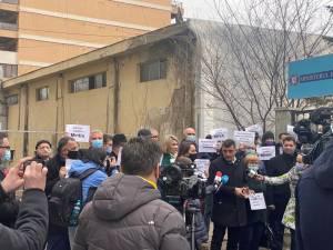 Parlamentari AUR au protestat în fața Ministerului Energiei