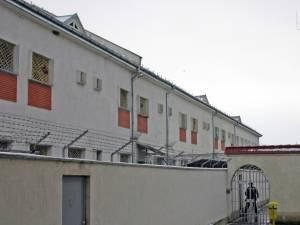 Bărbatul a fost dus de polițiști, luni seară, la Penitenciarul Botoșani