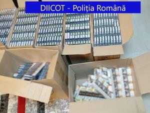 În urma perchezițiilor au fost ridicate 21.063 de pachete de țigarete de diferite mărci