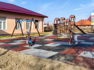 Primul loc de joacă din Dornești, realizat de Egger România pe un teren pus la dispoziție de Primărie